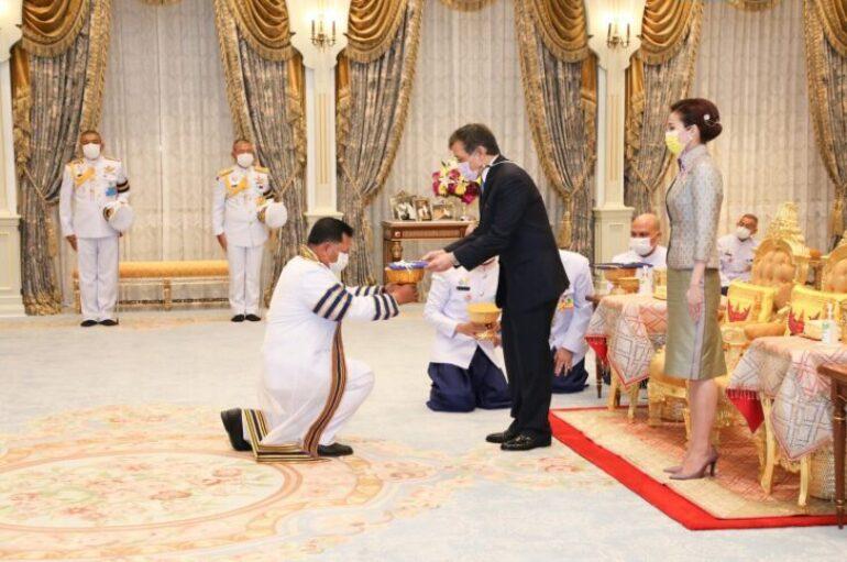 ในหลวง พระราชินี ทรงรับทูลเกล้าฯ ถวายปริญญาดุษฎีบัณฑิตกิตติมศักดิ์ จาก มทร.ธัญบุรี